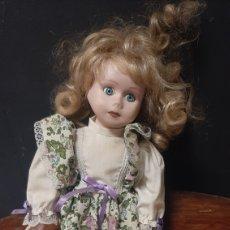 Muñecas Porcelana: ANTIGUA MUÑECA DE PORCELANA RUBIA CON OJOS AZULES. Lote 272883793