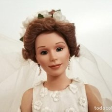 Bonecas Porcelana: MUÑECA DE PORCELANA CON VESTIDO DE NOVIA EN CAJA ASHTON DRAKE CALLA LILIES BILL HANSON. Lote 275126933