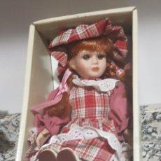 Muñecas Porcelana: MUÑECA DE PORCELANA. Lote 278881943