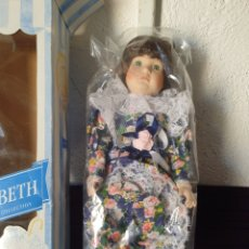 Poupées Porcelaine: ANTIGUA MUÑECA PORCELANA ELIZABETH COLECCIÓN PROMENADE. Lote 285818893