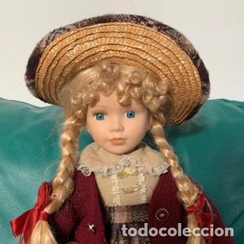 MUÑECA GRANDE DE PORCELANA INDUMENTARIA CAMPESTRE (Juguetes - Muñeca Extranjera Moderna - Porcelana)