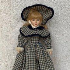 Muñecas Porcelana: MUÑECA PORCELANA OJOS VIDRIO PINTADA MANO SIGLO XX 48X20X10CMS. Lote 287557578