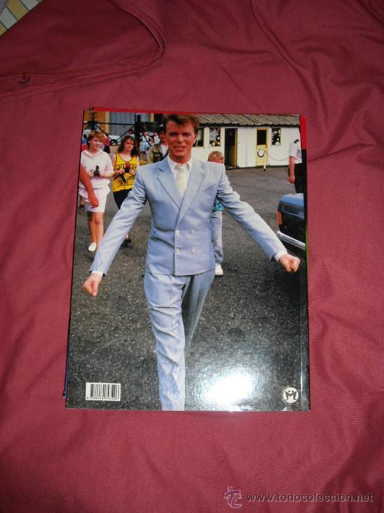 Catálogos de Música: DAVID BOWIE MAS ALLA DEL GLAM LIBRO ANDRES LOPEZ CON POSTER Y CARATULAS DE CD - Foto 2 - 26827990