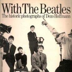Catálogos de Música: LIBRO WITH THE BEATLES DEZO HOFFMANN LIBRO DE FOTOS 1982 OMNIBUS PRESS. Lote 52857459