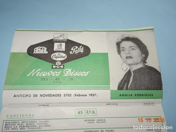 ANTIGUO CATÁLOGO DESPLEGABLE ANTICIPO DE NOVEDADES FEBRERO DE 1957 CAPITOL PATHE ODEON AEGAL MGM (Música - Catálogos de Música, Libros y Cancioneros)