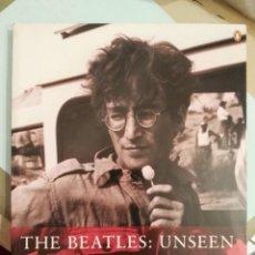 Catálogos de Música: LIBRO THE BEATLES : UNSEEN JOHN HOWARD CONTIENE FOTOS DE CÓMO GANÉ LA GUERRA. Lote 203060007