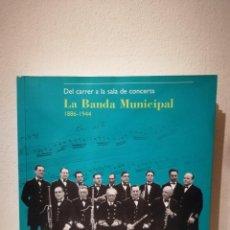 Catálogos de Música: LIBRO - DEL CARRER A LA SALA DE CONCERTS - MUSICA - LA BANDA MUNICIPAL - 1886 - 1944 - EN CATALAN. Lote 205336421
