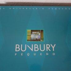 Catálogos de Música: LIBRO BUNBURY. PEQUEÑO 20 ANIVERSARIO. TAMAÑO VINILO, TAPA DURA. (SÓLO EL LIBRO). Lote 234128805