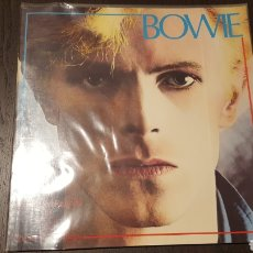 Catálogos de Música: LIBRO - DAVID BOWIE - AN ILLUSTRATED RECORD - BY ROY CARR AND CHARLES SHAAR MURRAY 1981 120PP INGLES. Lote 237918855