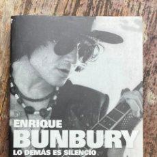 Catalogues de Musique: LIBRO ENRIQUE BUNBURY LO DEMÁS ES SILENCIO.. Lote 267134829