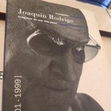 Cataloghi di Musica: ICONOGRAFÍA JOAQUÍN RODRIGO IMÁGENES DE UNA VIDA PLENA 1901-1999 JAVIER SUÁREZ PAJARES 32X24. Lote 273637943