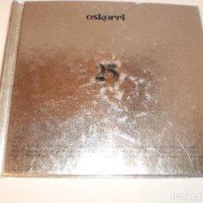 CDs de Música: CD LIBRO, 2 CD'S. OSKORRI. 25 KANTU URTE. ELKAR 1996 BILBO 86 PÁGINAS (VER FOTOS. EN ESTADO NORMAL). Lote 122016499