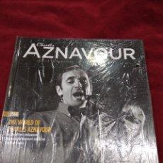 CDs de Música: CHARLES AZNAVOUR ~ CD + LIBRO ~ THE WORLD OF CHARLES AZNAVOUR , EN FRANCES ( NUEVO ). Lote 140044557
