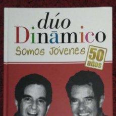 CDs de Música: DUO DINAMICO (SOMOS JOVENES - 50 AÑOS) LIBRO + CD + DVD 2011 - DUETOS CON SERRAT, PECOS, ALASKA...... Lote 140941986