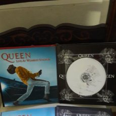 CDs de Música: QUEEN VOL. 1 Y VOL. 2 LIBRO CD EMI LIVE AT WEMBLEY STADIUM. Lote 142977650