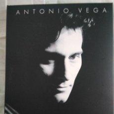 CDs de Música: ANTONIO VEGA EDICIÓN ESPECIAL 2 CDS MÁS LIBRO NO ME IRÉ MAÑANA. Lote 154884666