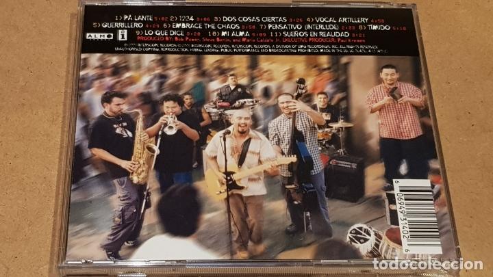 CDs de Música: OZOMATLI / EMBRACE THE CHAOS / CD - INTERSCOPE RECORDS-2001 / 11 TEMAS / DE LUJO. - Foto 3 - 164961318