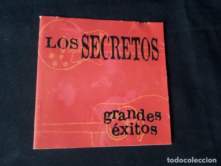 ENCARTE DE CD DE LOS SECRETOS (GRANDES EXITOS) - FIRMADO POR ELLOS (Música - CD's Pop)