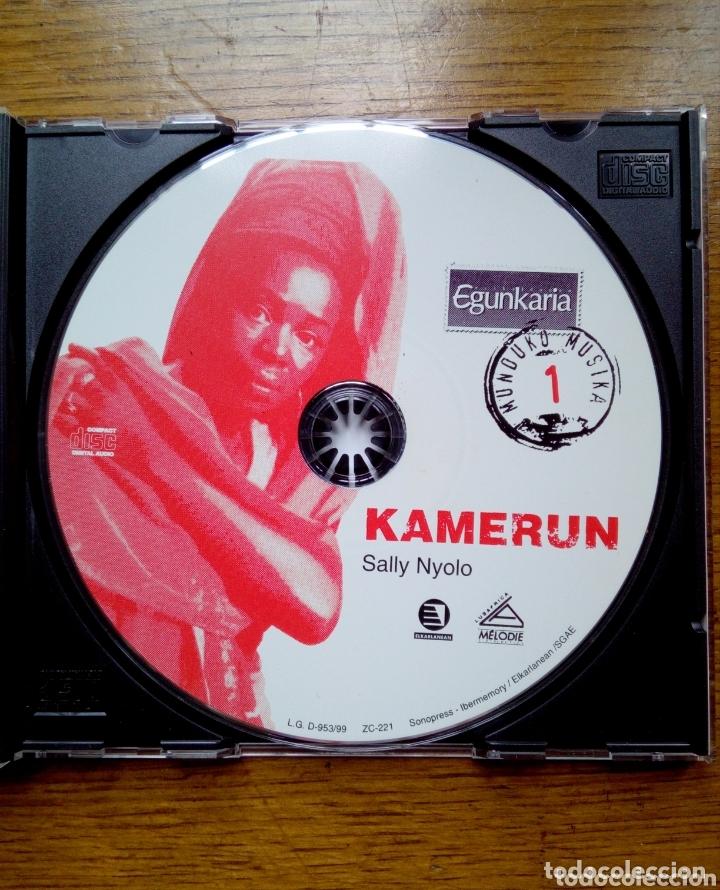 CDs de Música: Munduko Musika 1 Kamerun - Sally nyolo tribu, Egunkaria, 1999. Euskal Herria. - Foto 4 - 172405284