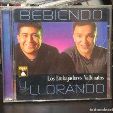 CDs de Música: CD ALBUM LOS EMBAJADORES VALLENATOS BEBIENDO Y LLORANDO CUMBIA COLOMBIA CUMBIAS CARLOS VIVES CASE. Lote 195049822