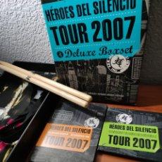 CDs de Música: HÉROES DEL SILENCIO. LOTE TOUR 2007. DELUXE BOXSET, CAMISETA, MECHERO TIPO ZIPPO. Lote 244602495