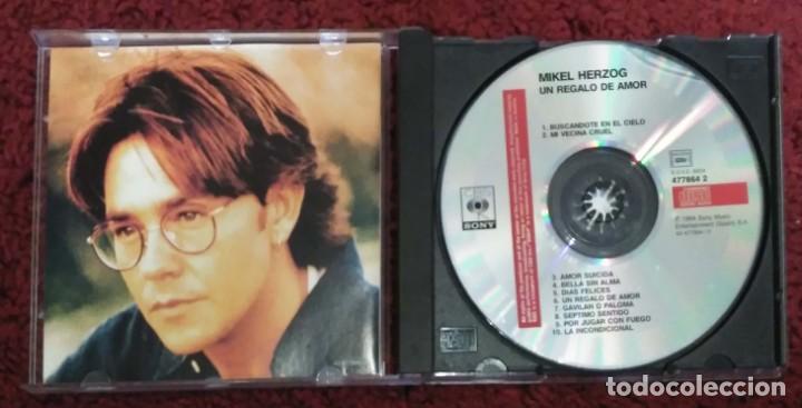 CDs de Música: MIKEL HERZOG (UN REGALO DE AMOR) CD 1994 - LA DECADA PRODIGIOSA - Foto 3 - 244869080
