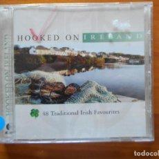 CDs de Música: CD HOOKED ON IRELAND - 48 TRADITIONAL IRISH FAVOURITES (X3). Lote 245646925