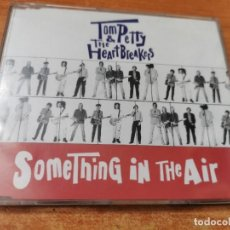 CDs de Música: TOM PETTY AND THE HEARTBREAKERS SOMETHING IN THE AIR CD SINGLE PROMO 1993 THE TRAVELING WILBURYS. Lote 269065173