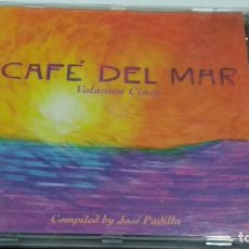 CDs de Música: CD (CAFÉ DEL MAR - VOLUMEN CINCO ) ALBUM 1998 MERCURY - CHILLOUT CHILL OUT. Lote 271911493
