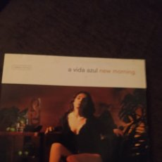 CDs de Música: A VIDA AZUL. NEW MOORNING. EDICIÓN DE 2002. Lote 296741578