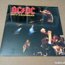Música de colección: AC/DC - CALENDARIO OFFICIAL 2017 (PARED, CERRADO 30 X 30 CM, ISBN 978-1-84757-701-6). Lote 69527029