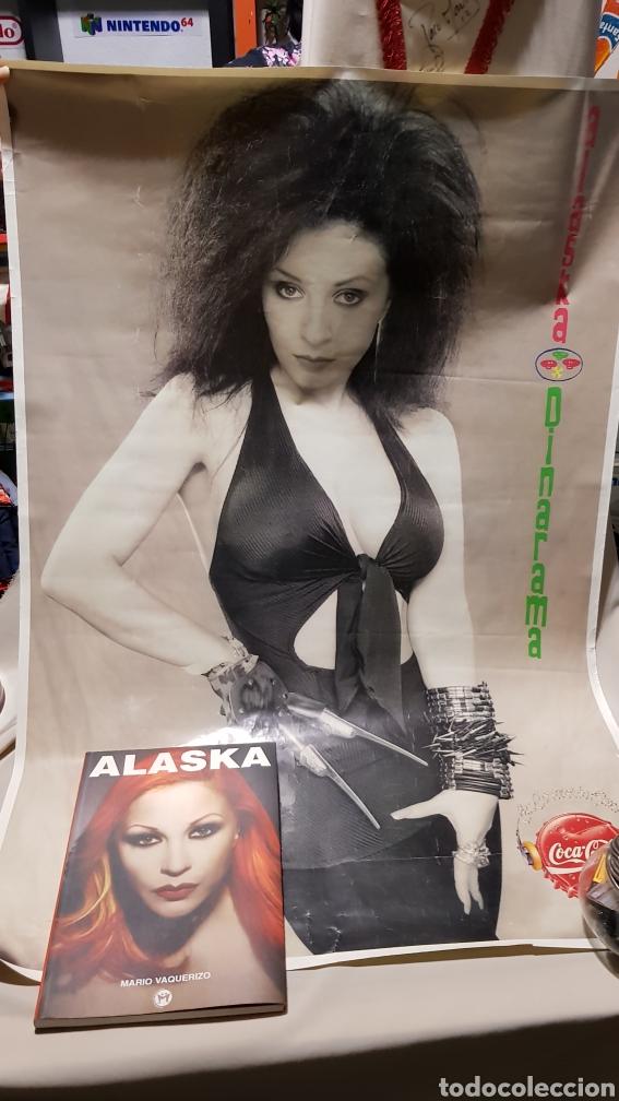 Música de colección: poster original Alaska y dinarama los 40 principales coca cola + libro por mario vaquerizo - Foto 2 - 112943520