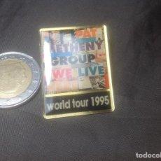 Música de colección: PIN PROMOCIONAL GIRA PAT METHENY GIRA MUNDIAL WORLD TOUR 1995 WE LIVE HERE. Lote 127241803