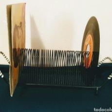 Música de colección: EXPOSITOR PARA DISCOS DE VINILO AÑOS 60. ENVIO CERTIFICADO INCLUIDO EN EL PRECIO.. Lote 128162315