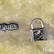 Música de colección: SEX PISTOLS: FABULOSO PENDIENTE DE METAL + PIN PARA COLECCIONISTAS-UNICO!! HEAVY METAL. Lote 138561198