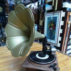 Música de colección: RADIO PEQUEÑA AM/FM FORMA GRAMOLA. Lote 143868734