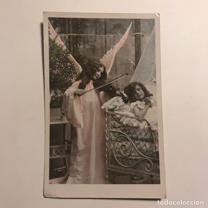 Niña con alas tocando el violín a otra niña. Postal circulada - 149274574