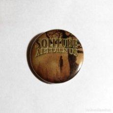 Música de colección: SOLITUDE AETURNUS - ALONE CHAPA 31MM (CON IMPERDIBLE) - DOOM METAL. Lote 47980005