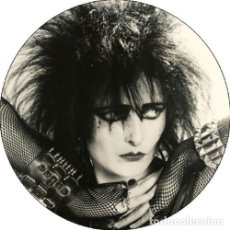 Música de coleção: CHAPA/BADGE SIOUXSIE & THE BANSHEES . PIN BUTTON PUNK SEX PISTOLS THE CURE GOTH. Lote 174043789