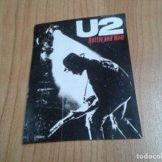 Música de colección: U2 -- RATTLE & HUM -- ADHESIVO ORIGINAL -- RECUPERADO -- 14,5 X 11,5 CM. Lote 182694212