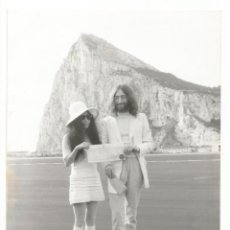 Musica di collezione: FOTO BODA JOHN LENNON Y YOKO ONO GIBRALTAR 1969 LUIS FHOTOS THE BEATLES MARRIED. Lote 193175816