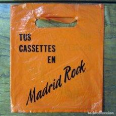 Música de colección: BOLSA DE PLÁSTICO PARA SINGLES Y CASETES DE LA TIENDA MADRID ROCK - MADRID - PUBLICIDAD, GRAN VIA. Lote 194941127