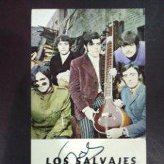 Musica di collezione: PUBLICIDAD DEL CONJUNTO MUSICAL LOS SALVAJES FIRMADA 16X9CM FIRMADA Y DEDICADA. Lote 210342867