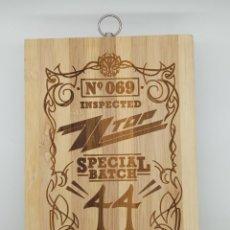 Música de colección: ZZ TOP SPECIAL BATCH 44 / TABLA DE MADERA DE COCINA PARA CORTAR PAN O DECORAR. Lote 231327365