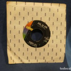 Música de colección: BOXX129 DISCO 7 PULGADAS USA ESTADO DECENTE BOBBY VEE WALKIN' WITH MY ANGEL / RUN TO HIM. Lote 295475368