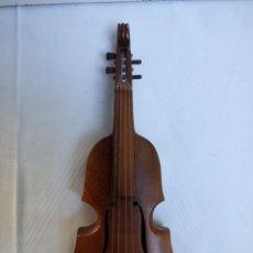 Música de colección: MINIATURA INSTRUMENTO DE CUERDA FROTADA, CONTRABAJO, EN MADERA. Lote 297238628