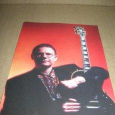 Fotos de Cantantes: FOTOCROMO, Nº 55. ROBERT FRIPP, KING CRIMSON. EL GRAN ALBUM DEL POP-ROCK, AÑO 1997... Lote 11809888