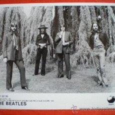 Fotos de Cantantes: BEATLES FOTO PROMOCIONAL DE APPLE CORPS 1993 DE LOS ALBUNES ROJO Y AZUL EN CD´S. Lote 26704274