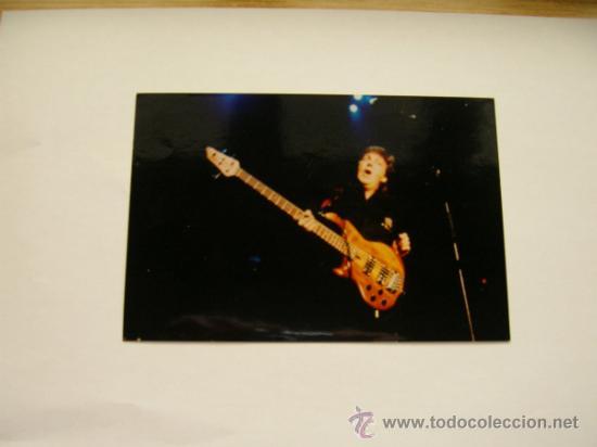 BEATLES PAUL MCCARTNEY FOTO EN CONCIERTO A CÁMARA ORIGINAL 10X15 CM (Música - Fotos y Postales de Cantantes)