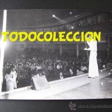 Fotos de Cantantes: CAMILO SESTO FOTOGRAFIA ORIGINAL 1974 EN MADRID CONCIERTO EL GRAN MUSICAL. Lote 37300601